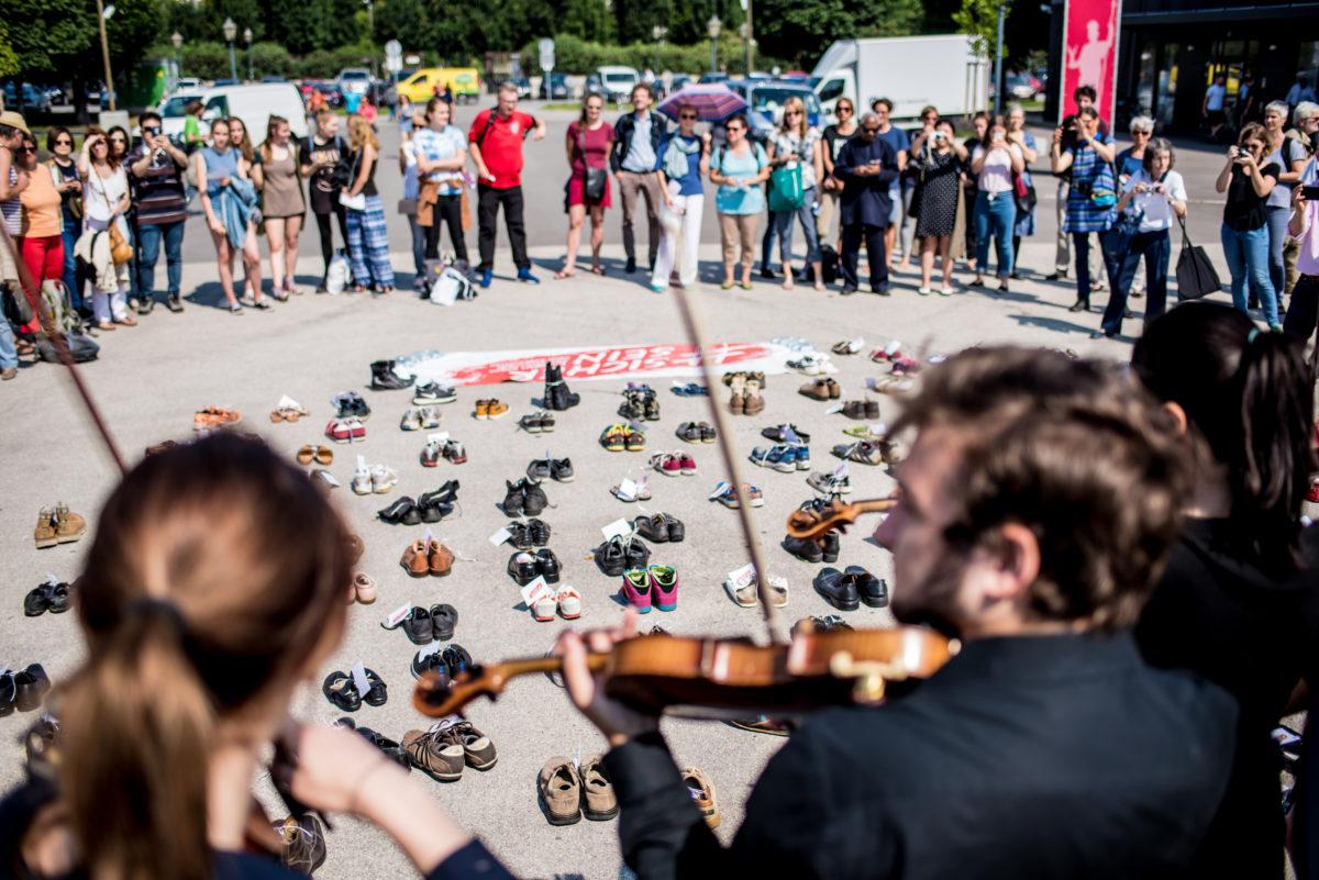 schuhe-und-musikalischer-protest-c-christopher-glanzl (37)